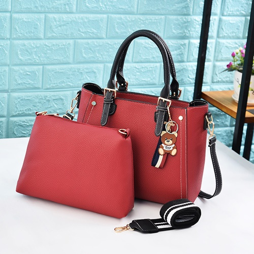JT2641 (2IN1) IDR.180.000MATERIAL PU SIZE L31XH25XW11CM MEDIUM L28XH20XW8CM WEIGHT 700GR COLOR RED (2 TALI)