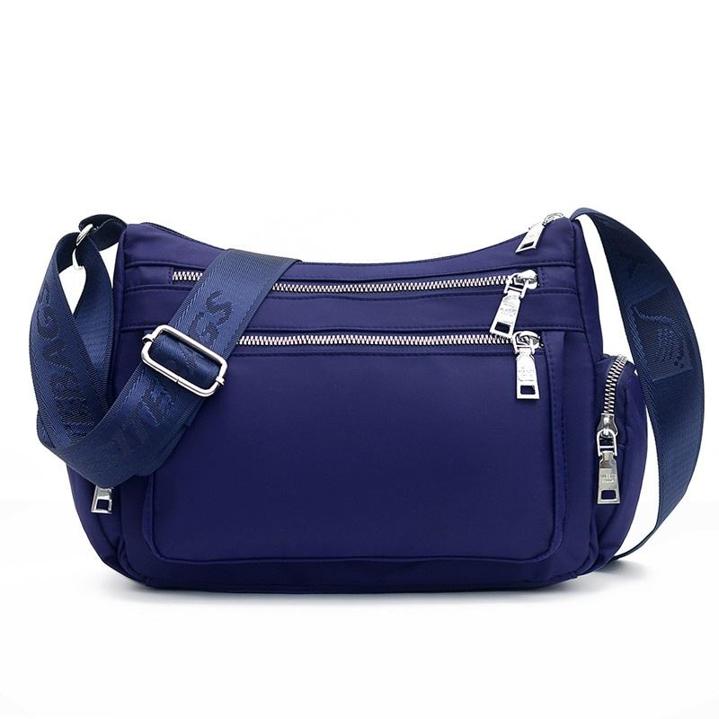 JT264514 IDR.155.000 MATERIAL NYLON SIZE L30XH20XW11CM WEIGHT 400GR COLOR BLUE