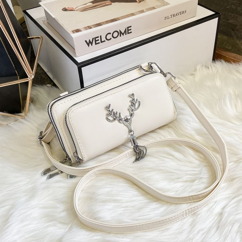 JT28765 IDR.155.000 MATERIAL PU SIZE L20XH10XW6CM WEIGHT 450GR COLOR WHITE