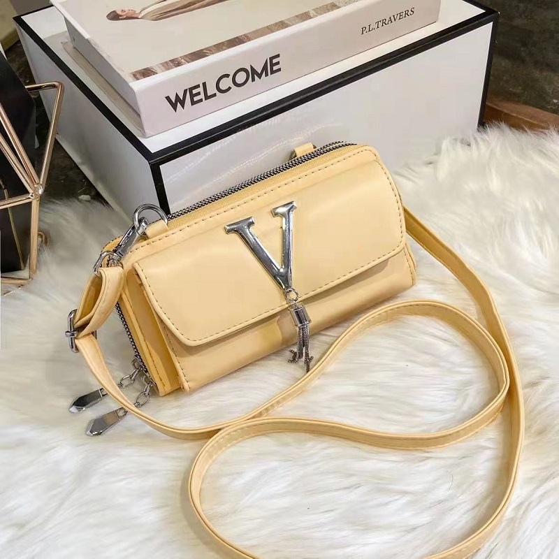 JT28765A IDR.155.000 MATERIAL PU SIZE L20XH10XW6CM WEIGHT 450GR COLOR YELLOW
