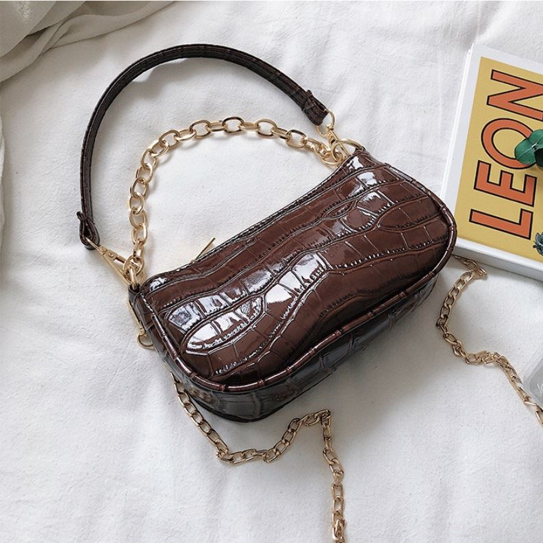 JT3026 IDR.135.000 MATERIAL PU SIZE L19XH10XW5CM WEIGHT 400GR COLOR COFFEE