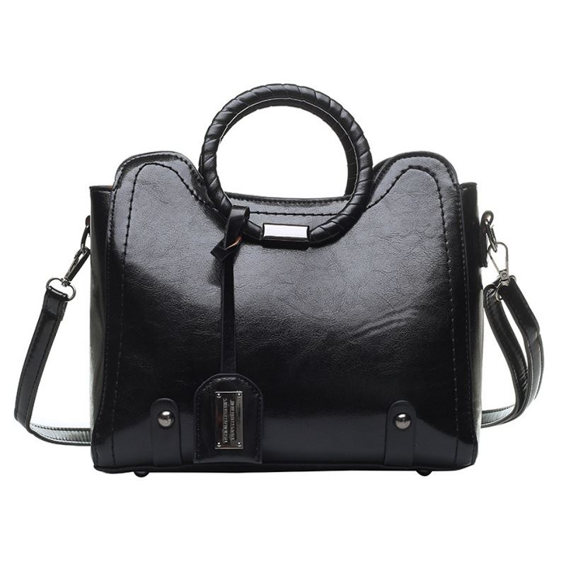 JT30352 IDR.165.000 MATERIAL PU SIZE L28XH23.5XW13CM WEIGHT 750GR COLOR BLACK