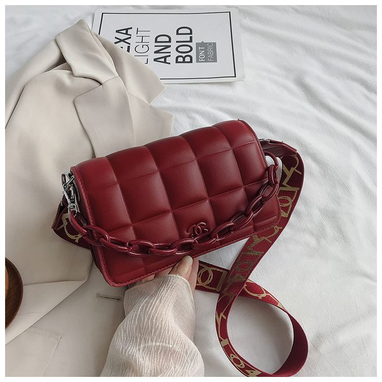 JT3136 IDR.163.000 MATERIAL PU SIZE L22XH14XW7CM WEIGHT 600GR COLOR RED