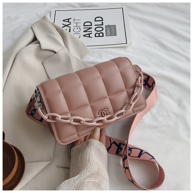 JT3136 IDR.173.000 MATERIAL PU SIZE L22XH14XW7CM WEIGHT 600GR COLOR PINK