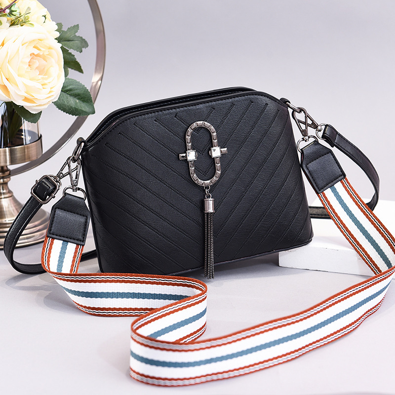 JT3175 IDR.150.000 MATERIAL PU SIZE L22XH17XW8CM WEIGHT 500GR COLOR OVAL