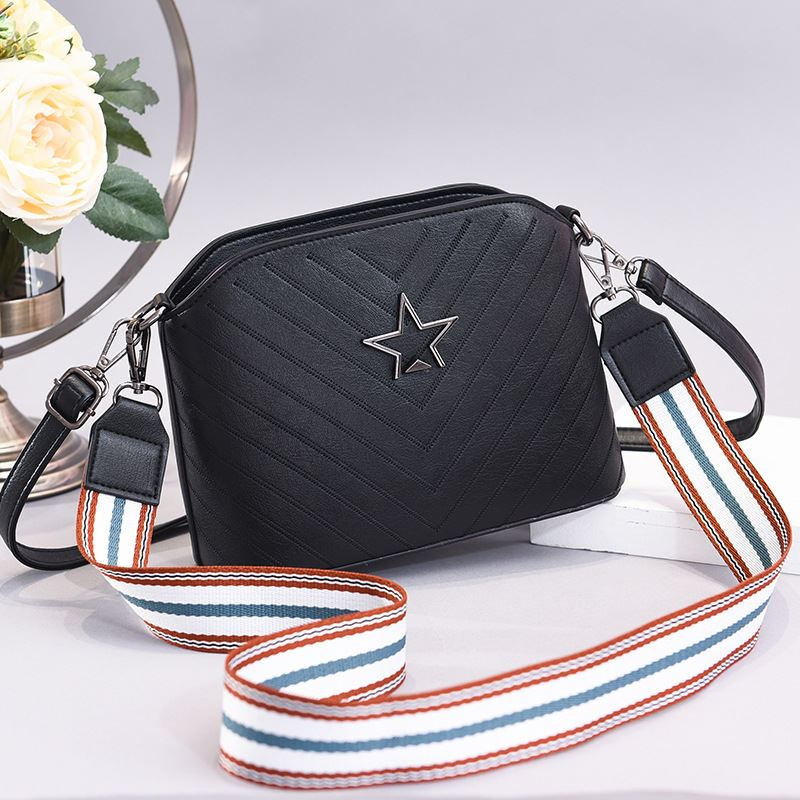 JT3175 IDR.150.000 MATERIAL PU SIZE L22XH17XW8CM WEIGHT 500GR COLOR STAR