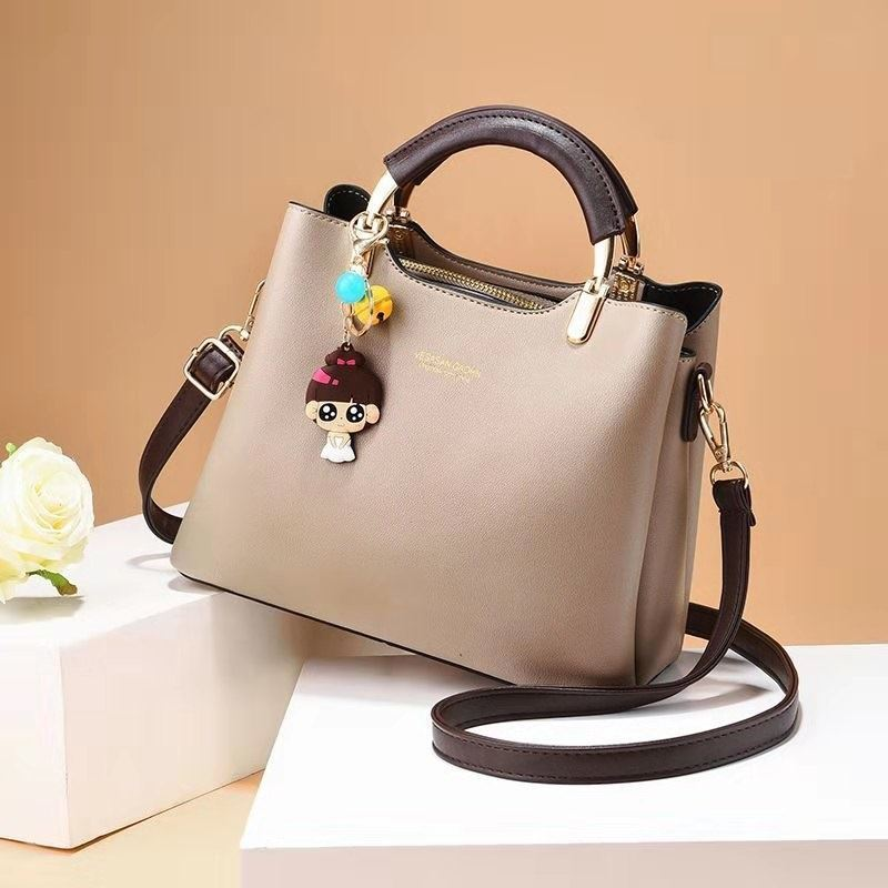 JT328 IDR.165.000 MATERIAL PU SIZE L25XH20XW12CM WEIGHT 700GR COLOR KHAKI