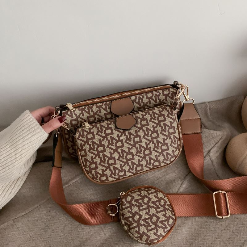 JT3343 (3IN1) IDR.172.000 MATERIAL PU SIZE L23XH13XW4.5CM WEIGHT 500GR COLOR BROWN