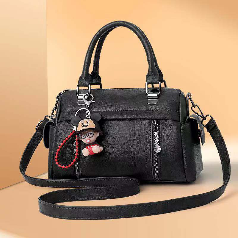 JT33902 IDR.175.000 MATERIAL PU SIZE L28XH18XW13CM WEIGHT 700GR COLOR BLACK