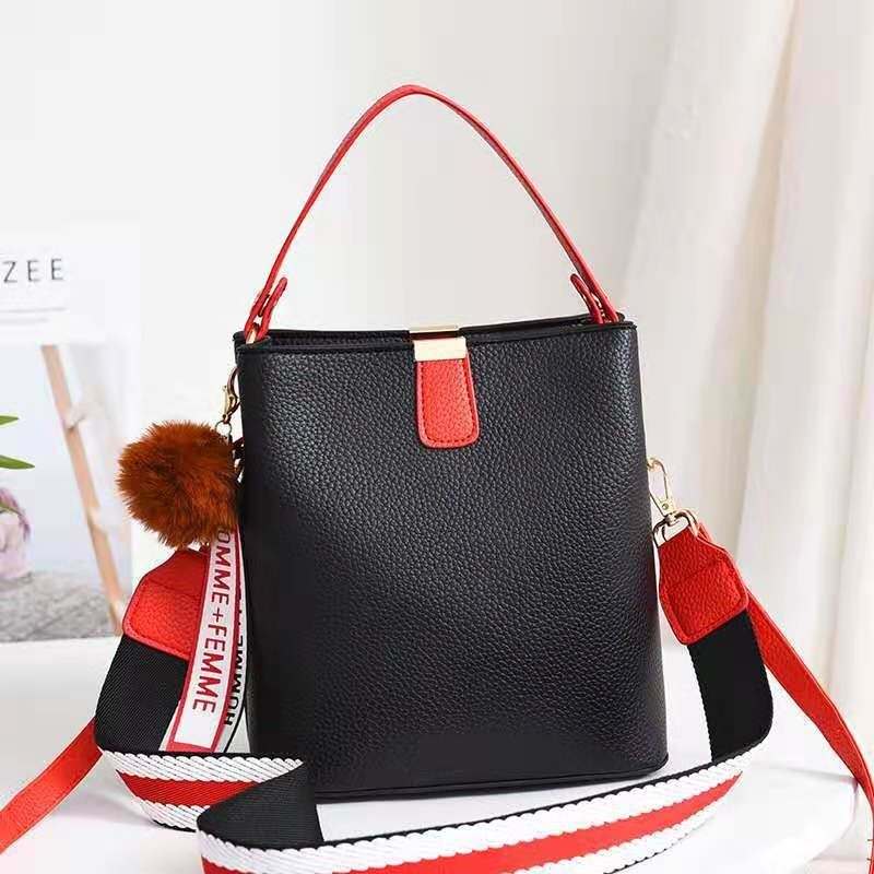 JT351 IDR.155.000 MATERIAL PU SIZE L20XH21.5XW13CM WEIGHT 550GR COLOR BLACK