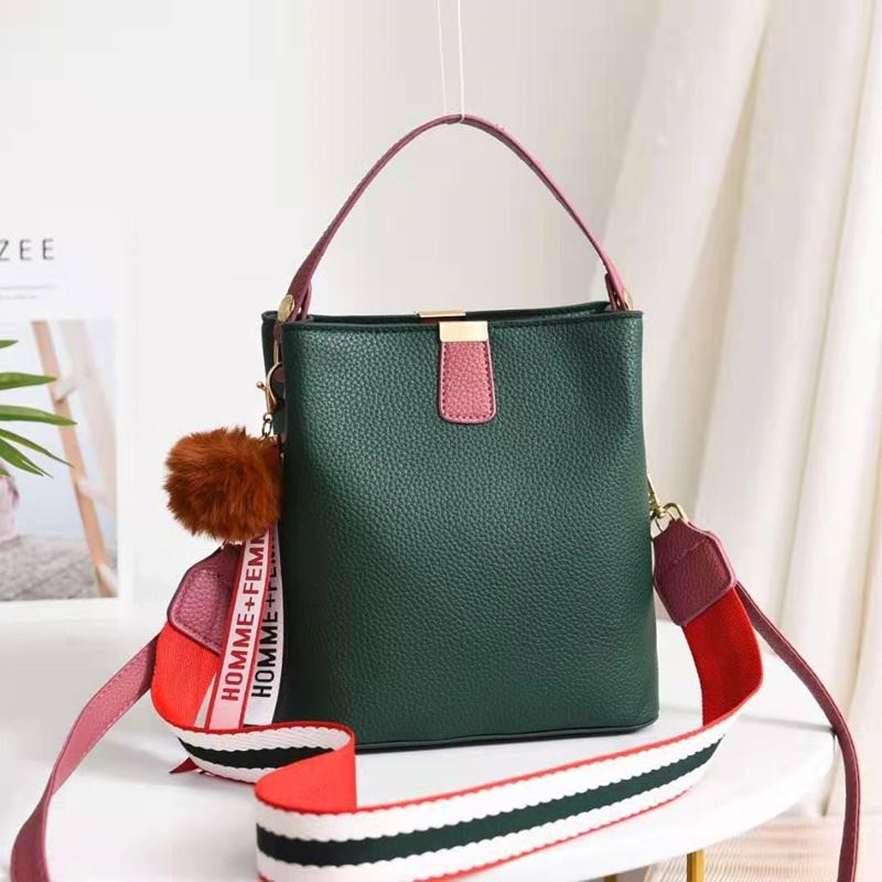 JT351 IDR.155.000 MATERIAL PU SIZE L20XH21.5XW13CM WEIGHT 550GR COLOR GREEN