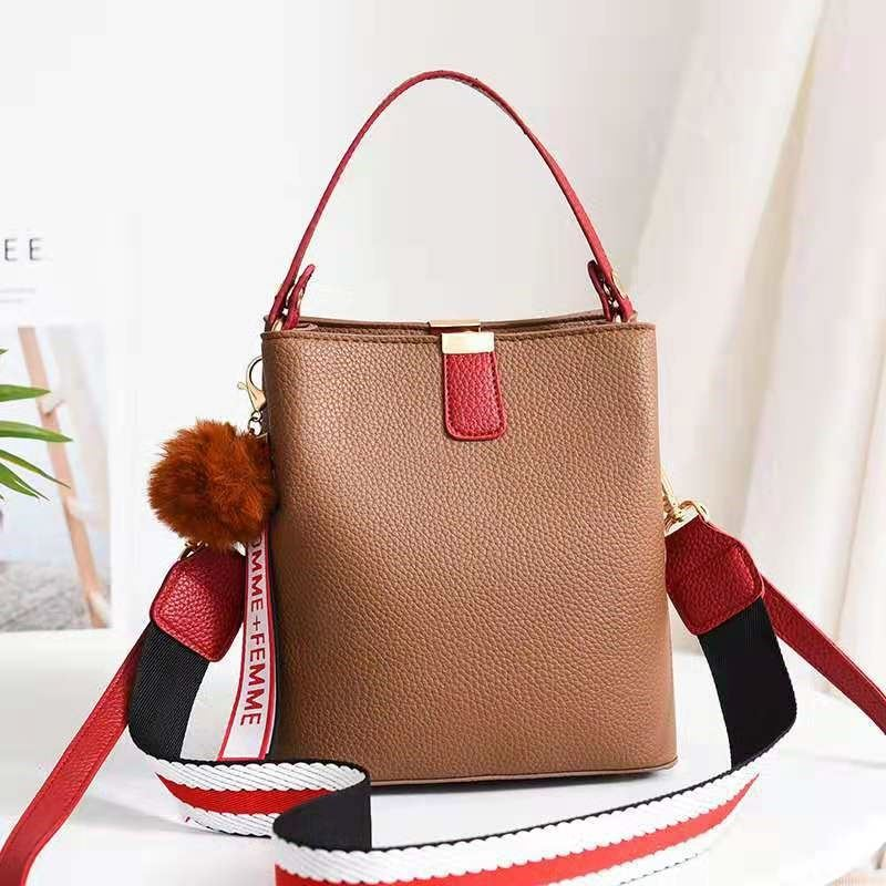 JT351 IDR.155.000 MATERIAL PU SIZE L20XH21.5XW13CM WEIGHT 550GR COLOR KHAKI
