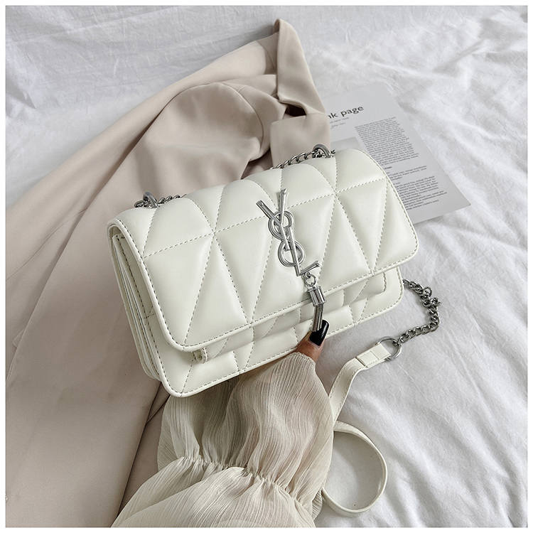 JT3750 IDR.166.000 MATERIAL PU SIZE L23XH14XW8CM WEIGHT 500GR COLOR WHITE