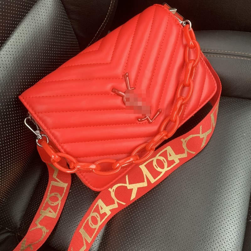 JT3770 IDR.173.000 (2 Tali) MATERIAL PU SIZE L22XH16XW8CM WEIGHT 650GR COLOR RED