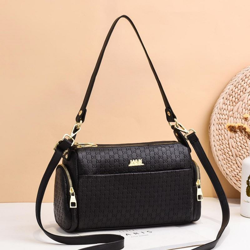 JT3859 IDR.155.000 MATERIAL PU SIZE L29XH17XW12CM WEIGHT 400GR COLOR BLACK