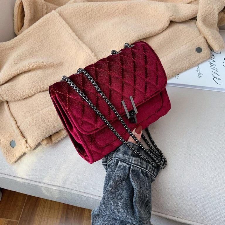 JT3947 IDR178.000 MATERIAL VELVET SIZE L20XH15XW7CM WEIGHT 550GR COLOR RED