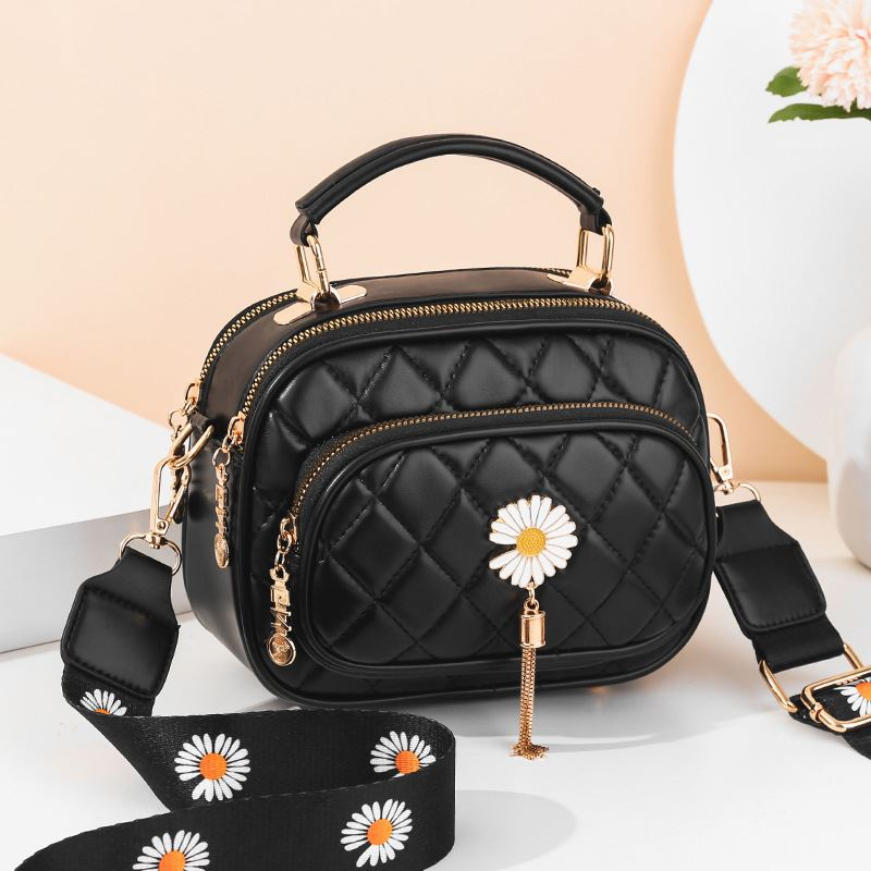 JT4003 IDR.165.000 MATERIAL PU SIZE L20XH15XW9CM WEIGHT 600GR COLOR BLACK