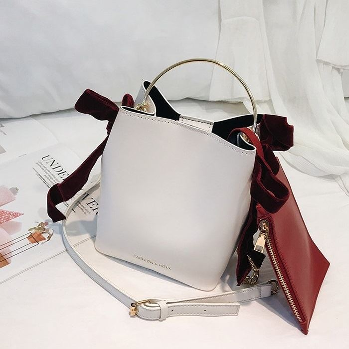 JT4508 IDR.175.000 MATERIAL PU SIZE L18XH21XW12CM WEIGHT 680GR (2IN1) COLOR WHITE