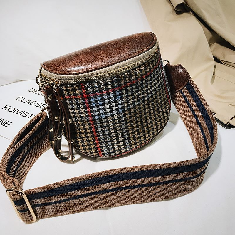 JT4534 IDR.137.000 MATERIAL MAONI SIZE L16XH16XW7CM WEIGHT 460GR COLOR KHAKI