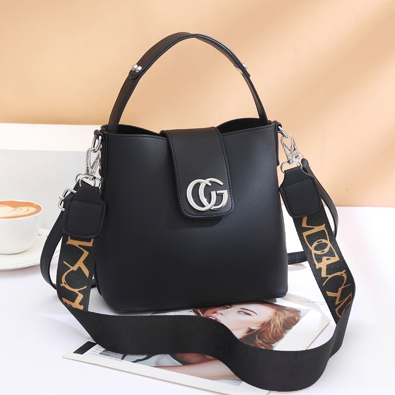 JT45770 IDR.167.000 MATERIAL PU SIZE L21XH19XW11CM WEIGHT 650GR COLOR BLACK