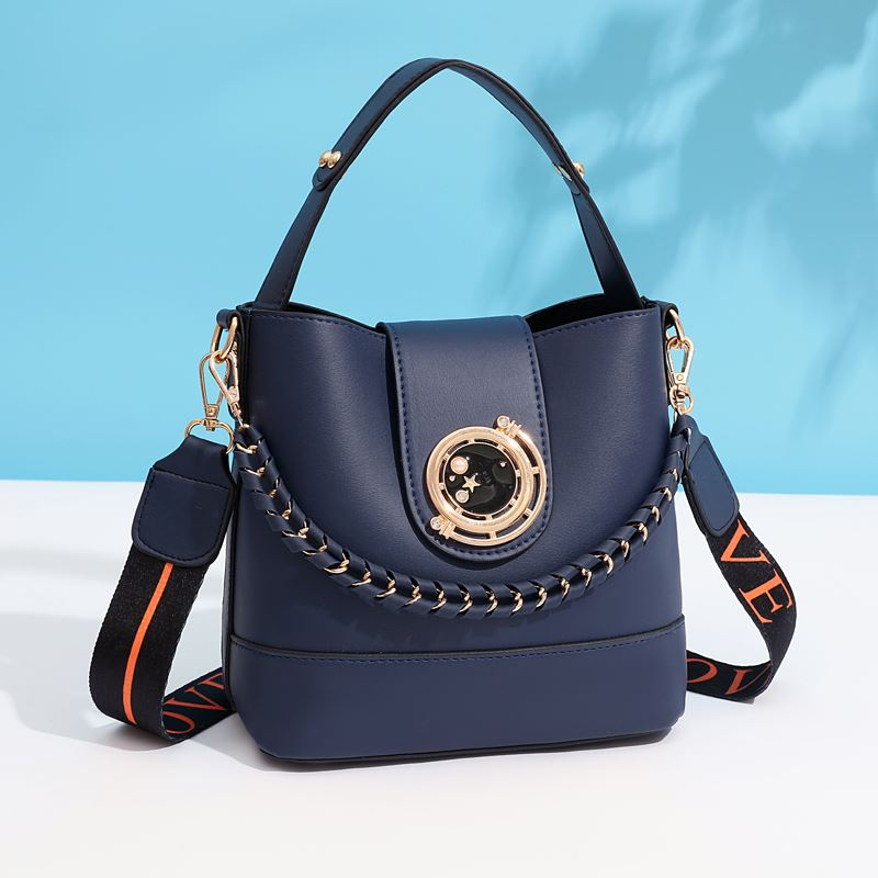 JT45990 IDR.165.000 MATERIAL PU SIZE L21XH19XW11CM WEIGHT 600GR COLOR BLUE