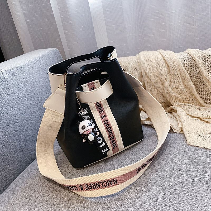 JT46321 IDR.149.000 MATERIAL PU SIZE L24XH15XW24CM WEIGHT 450GR COLOR BLACK