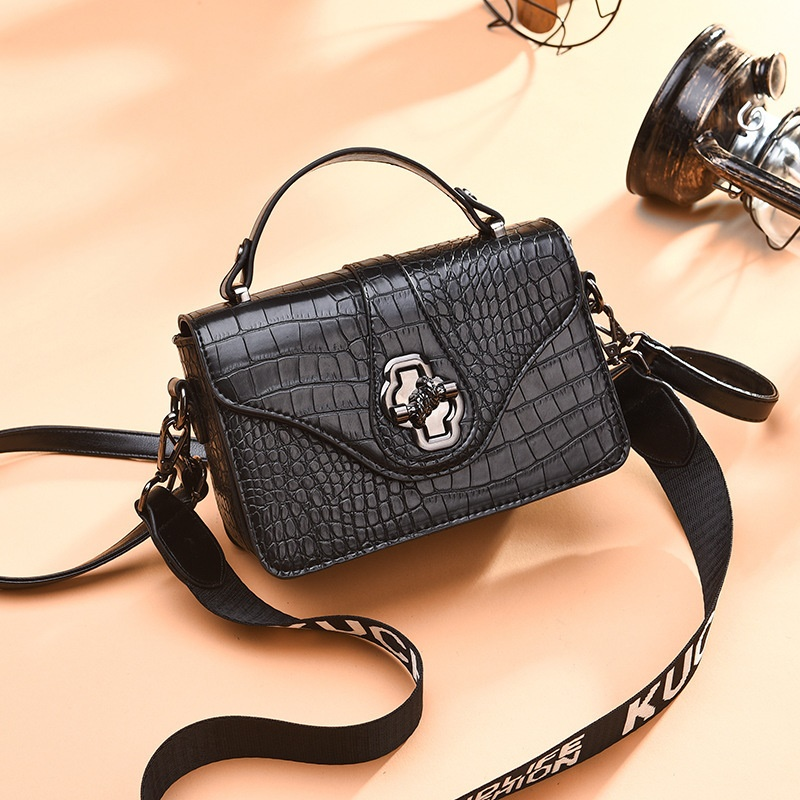 JT505 IDR.168.000 MATERIAL PU SIZE L20XH13XW7CM WEIGHT COLOR BLACK