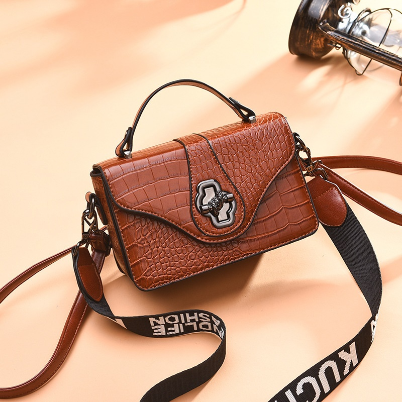 JT505 IDR.168.000 MATERIAL PU SIZE L20XH13XW7CM WEIGHT COLOR BROWN