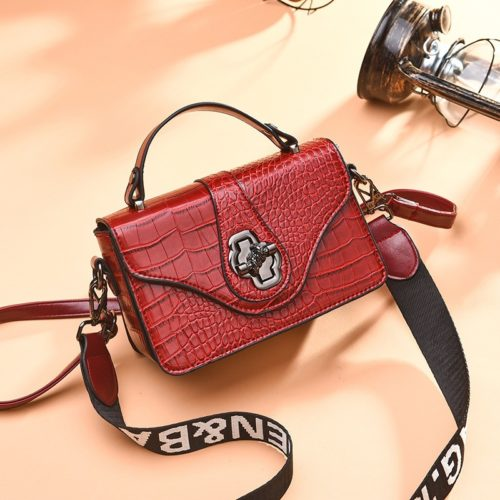 JT505 IDR.168.000 MATERIAL PU SIZE L20XH13XW7CM WEIGHT COLOR RED