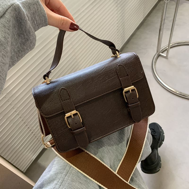 JT513 IDR.139.000 MATERIAL PU SIZE L20XH13XW7.5CM WEIGHT 350GR COLOR BROWN