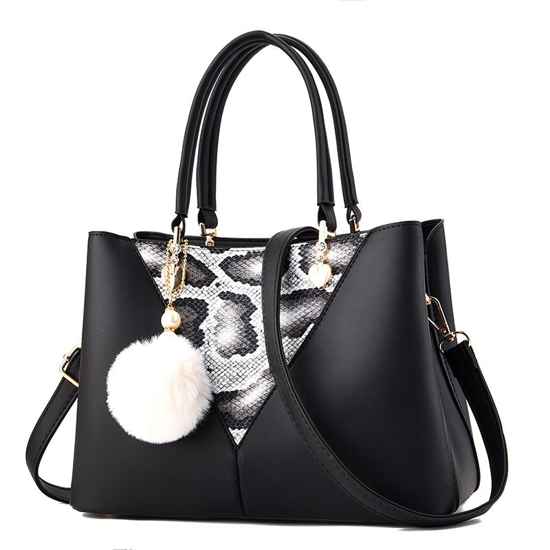 JT5183 IDR.159.000 MATERIAL PU SIZE L28XH20XW13CM WEIGHT 700GR COLOR BLACK