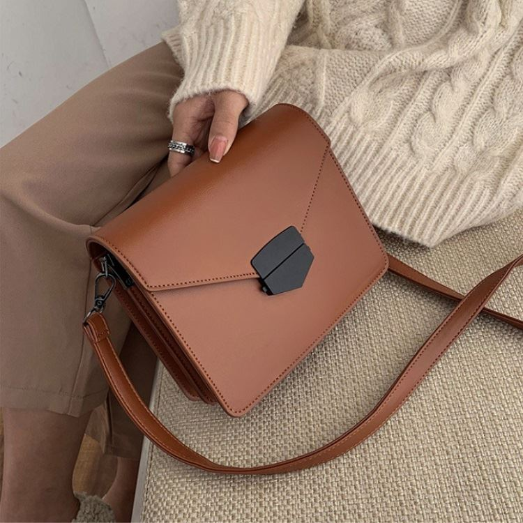 JT5249 IDR.193.000 MATERIAL PU SIZE L20XH17.5XW7.5CM WEIGHT 550GR COLOR BROWN
