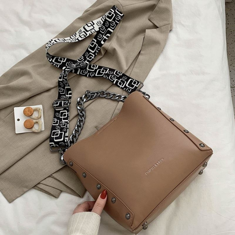 JT5251 IDR.182.000 MATERIAL PU SIZE L22.5-25.5XH23.5XW11.5CM WEIGHT 620GR COLOR KHAKI