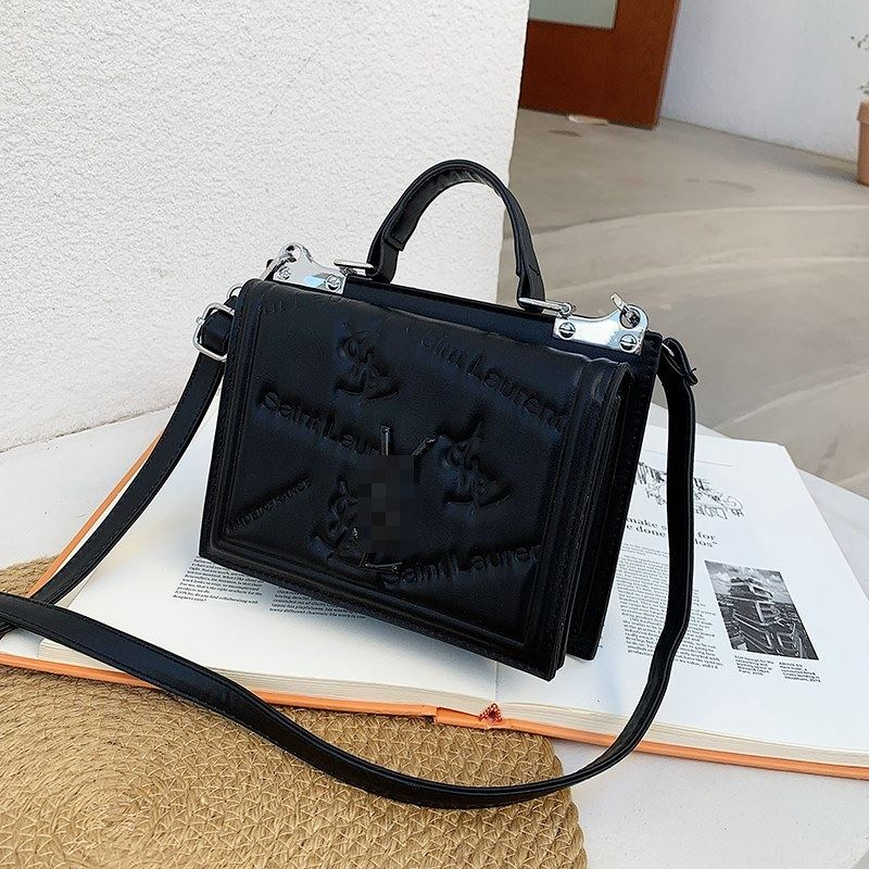 JT5452 IDR.167.000 MATERIAL PU SIZE L20XH15XW7CM WEIGHT 500GR COLOR BLACK