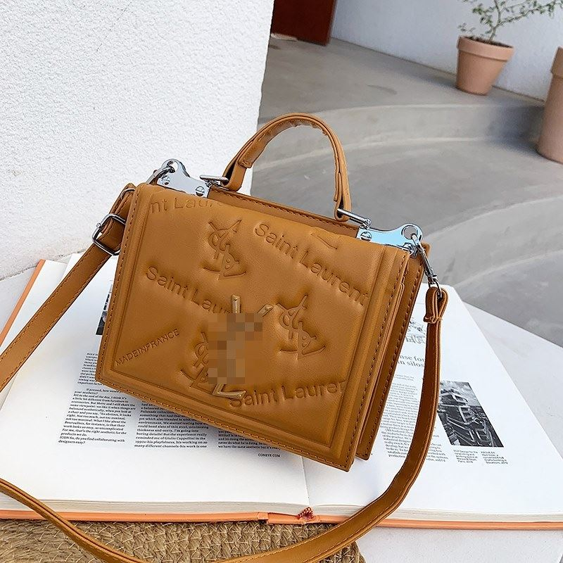 JT5452 IDR.167.000 MATERIAL PU SIZE L20XH15XW7CM WEIGHT 500GR COLOR BROWN
