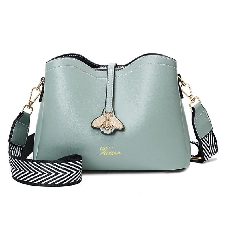 JT5910 IDR.172.000 MATERIAL PU SIZE L23XH18XW11CM WEIGHT 600GR COLOR GREEN
