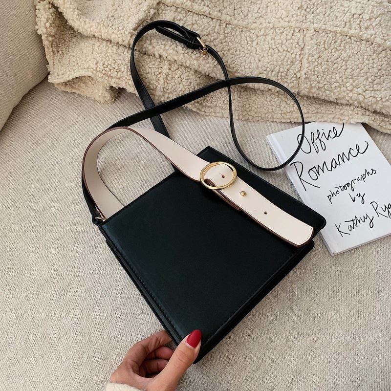 JT6006 IDR.153.000 MATERIAL PU SIZE L21.5XH18XW7.5CM WEIGHT 500GR COLOR BLACK