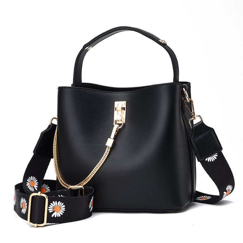 JT6018 IDR.175.000 MATERIAL PU SIZE L22XH19XW12CM WEIGHT 650GR COLOR BLACK