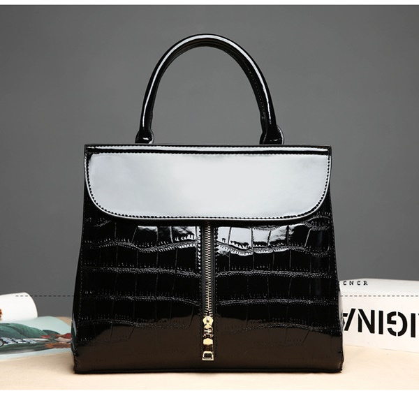 JT605 IDR.199.000 MATERIAL PU SIZE L29.5XH25XW13CM WEIGHT 800GR COLOR BLACK