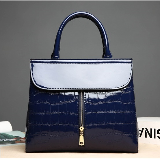 JT605 IDR.199.000 MATERIAL PU SIZE L29.5XH25XW13CM WEIGHT 800GR COLOR BLUE