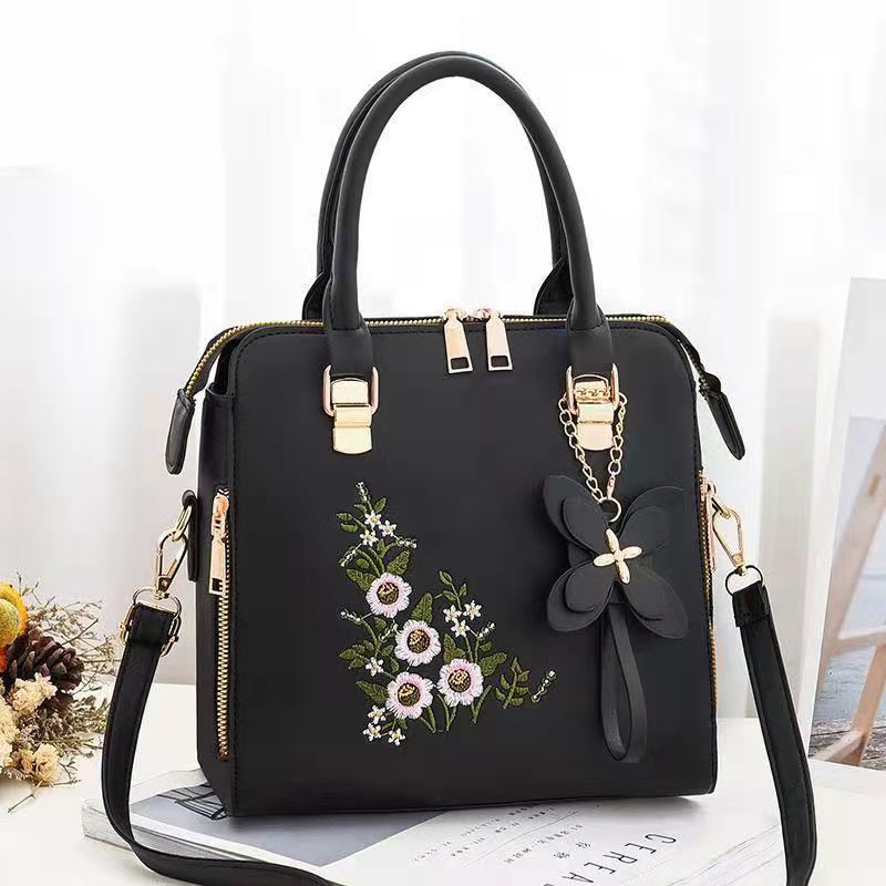 JT61148 IDR.178.000 MATERIAL PU SIZE L24XH23XW14CM WEIGHT 650GR COLOR BLACK