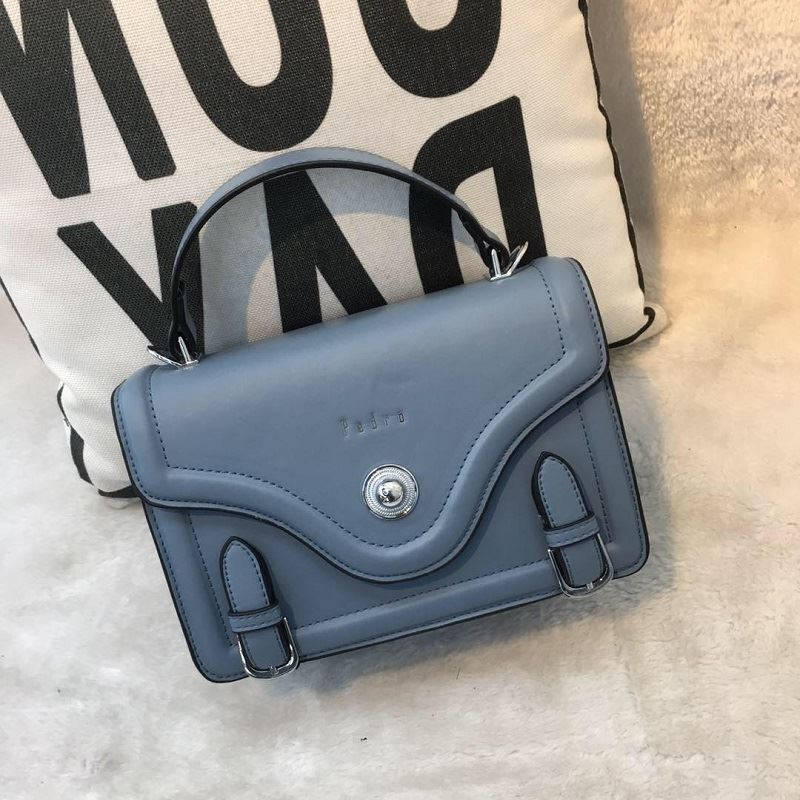 JT61205 IDR.182.000 MATERIAL PU SIZE L22XH16XW8CM WEIGHT 700GR COLOR DARKBLUE