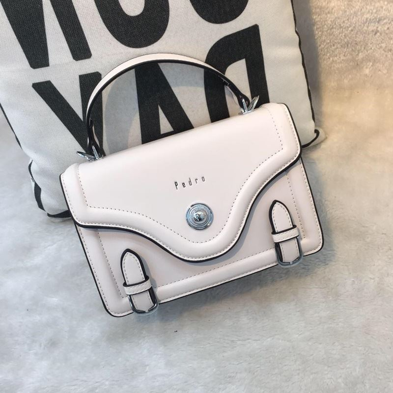 JT61205 IDR.182.000 MATERIAL PU SIZE L22XH16XW8CM WEIGHT 700GR COLOR WHITE