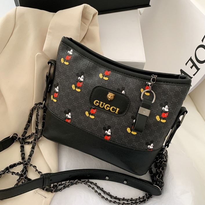 JT6137 IDR.162.000 MATERIAL PU SIZE L25XH16XW7CM WEIGHT 350GR COLOR BLACK