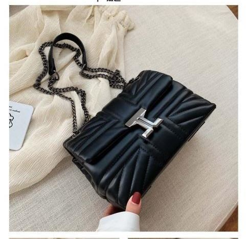 JT61508 IDR.180.000 MATERIAL PU SIZE L23XH15XW11CM WEIGHT 500GR COLOR BLACK