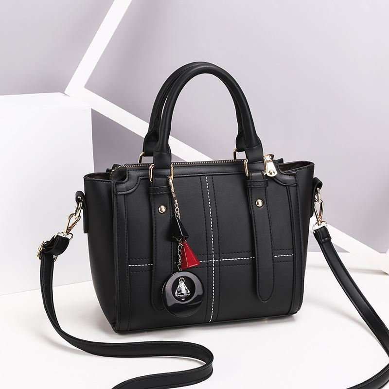 JT616 IDR.162.000 MATERIAL PU SIZE L24XH20XW10CM WEIGHT 750GR COLOR BLACK