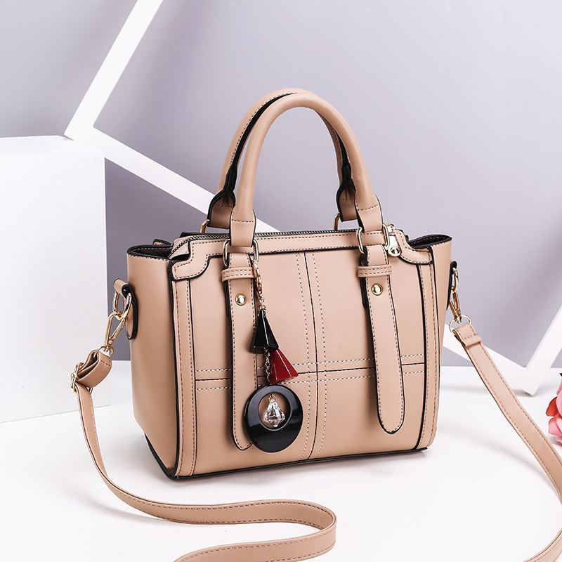 JT616 IDR.162.000 MATERIAL PU SIZE L24XH20XW10CM WEIGHT 750GR COLOR KHAKI