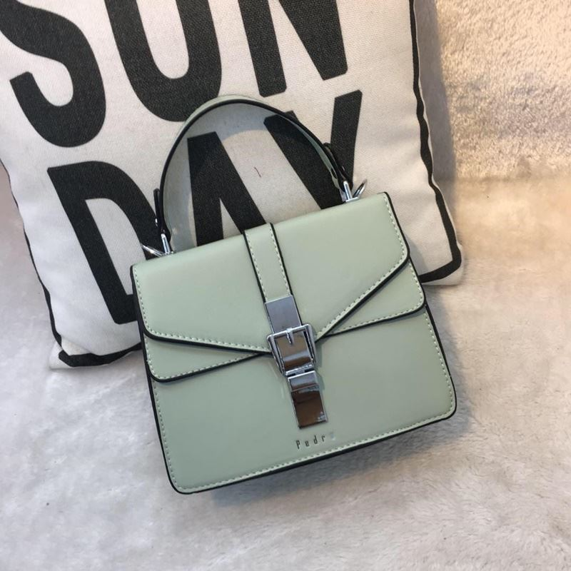 JT62034 IDR.182.000 MATERIAL PU SIZE L20XH16XW8CM WEIGHT 700GR COLOR GREEN
