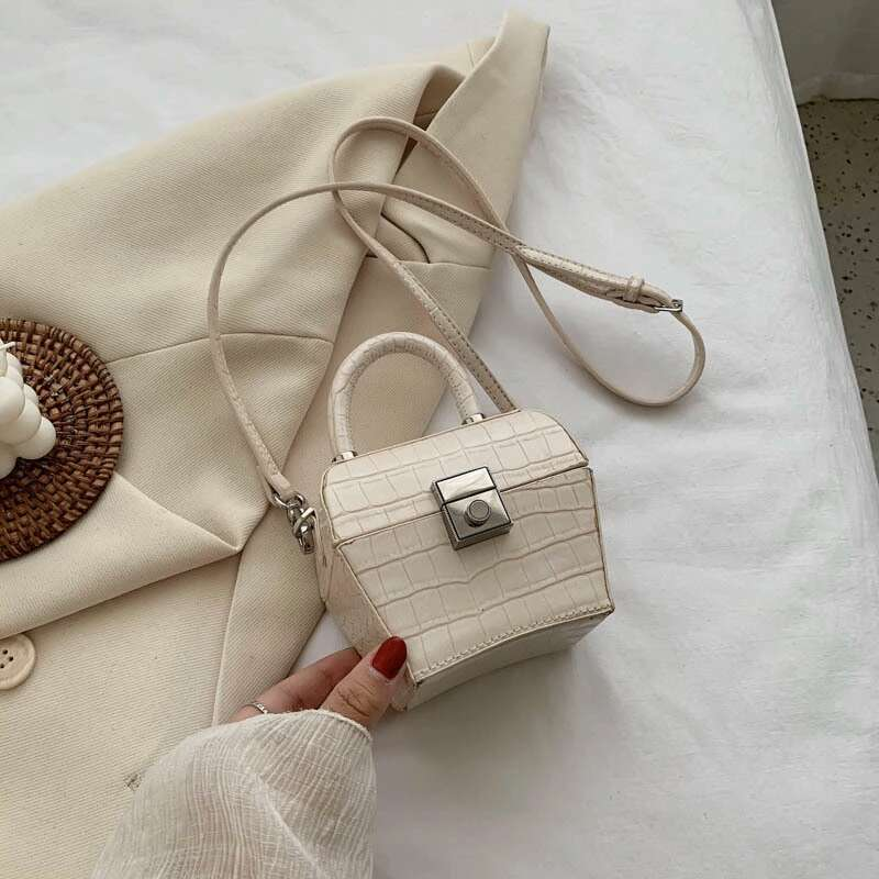 JT62153 IDR.192.000 MATERIAL PU SIZE L12XH10XW7CM WEIGHT 350GR COLOR BEIGE