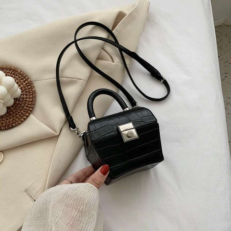 JT62153 IDR.192.000 MATERIAL PU SIZE L12XH10XW7CM WEIGHT 350GR COLOR BLACK
